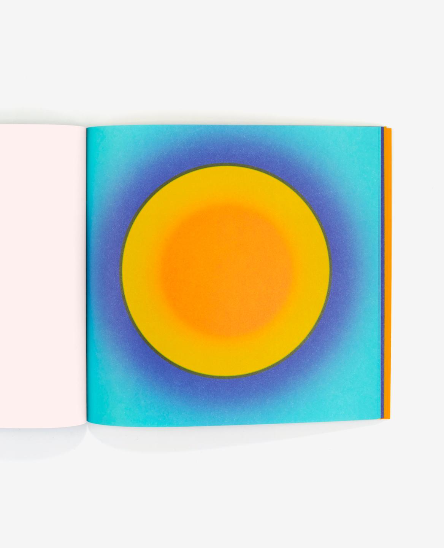 Soleil orange dans le livre Au soleil de Fanette Mellier publié aux Éditions du livre