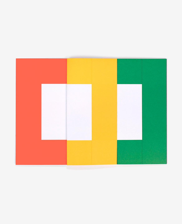 Pages orange, jaune et verte du livre Spaces d'Antonio Ladrillo