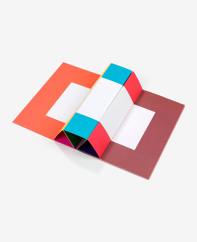 Vue en 3D du livre Spaces