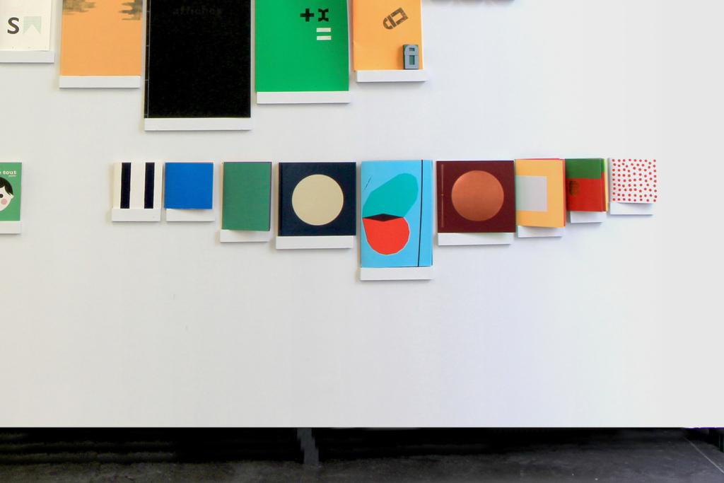 Ouvrages des Éditions du livre dans l'exposition Volumes au Bel ordinaire à Pau