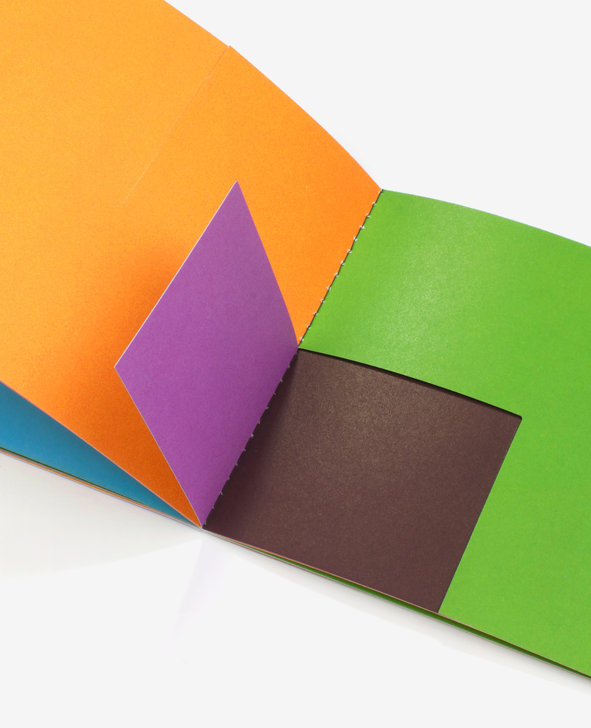 Detail of a folding in the book Colors by Antonio Ladrillo published by Éditions du livre