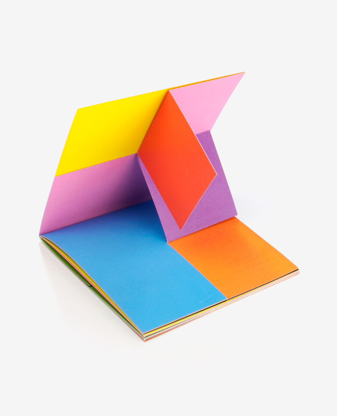 3D view of the book Colors by Antonio Ladrillo published by Éditions du livre