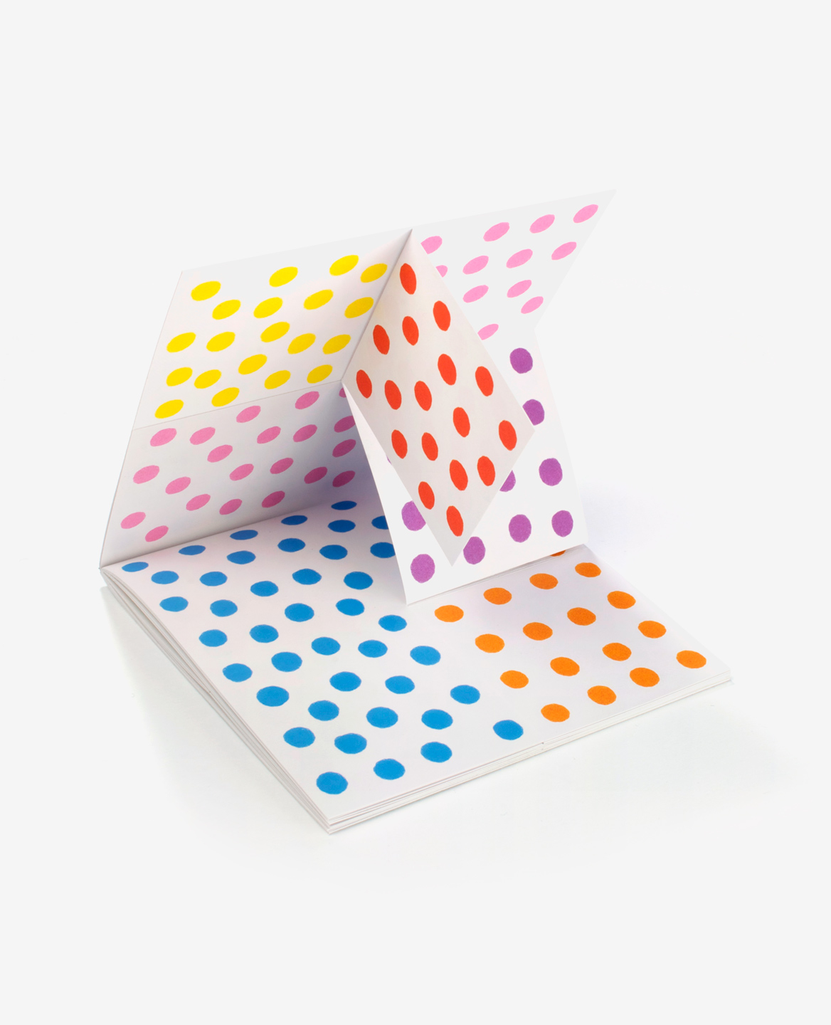 3D view of the book Dots by Antonio Ladrillo published by Éditions du livre