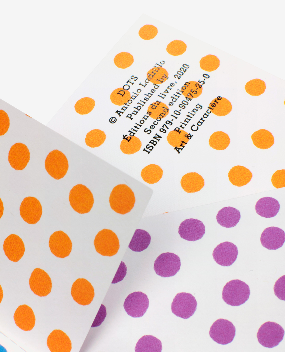 Brilliant foil colophon of the book Dots by Antonio Ladrillo published by Éditions du livre