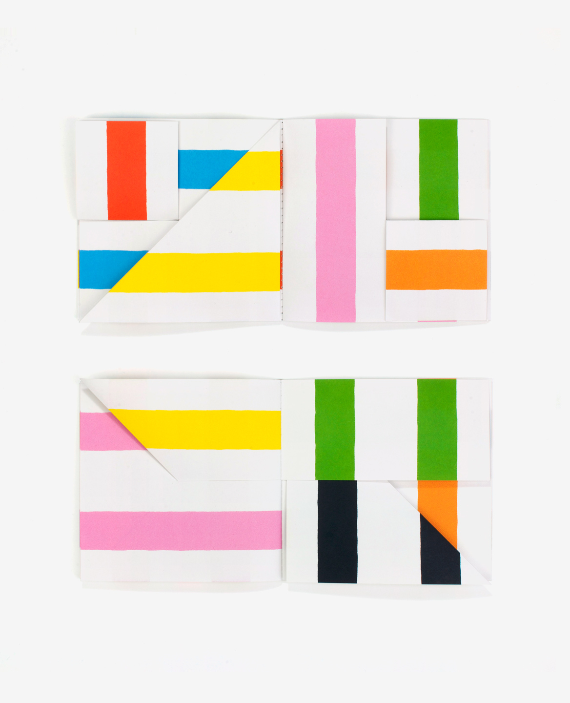 Multi colored pages of the book Lines by Antonio Ladrillo published by Éditions du livre