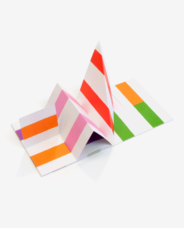 Vue en 3D du livre Lines d'Antonio Ladrillo publié aux Éditions du livre