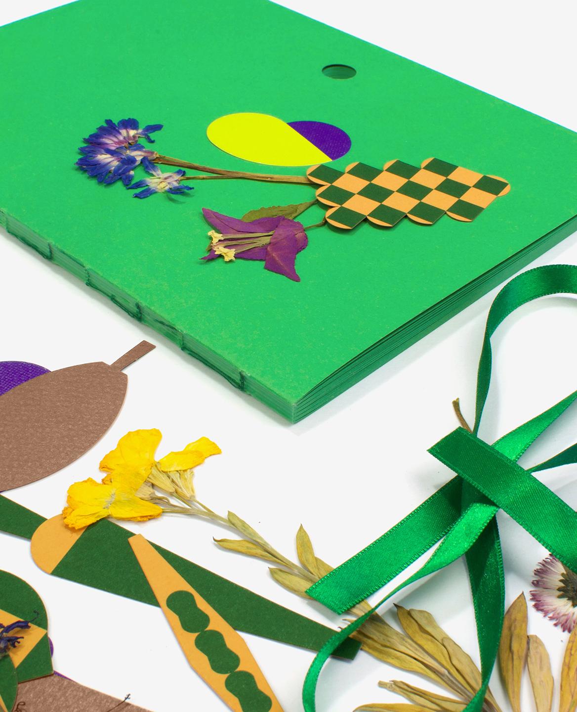Détail de la reliure du livre Herbier de Fanette Mellier